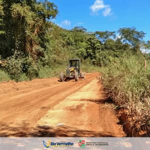 ESTRADAS RURAIS: Cascalhamento e patrolamento da estrada da Pedra Menina